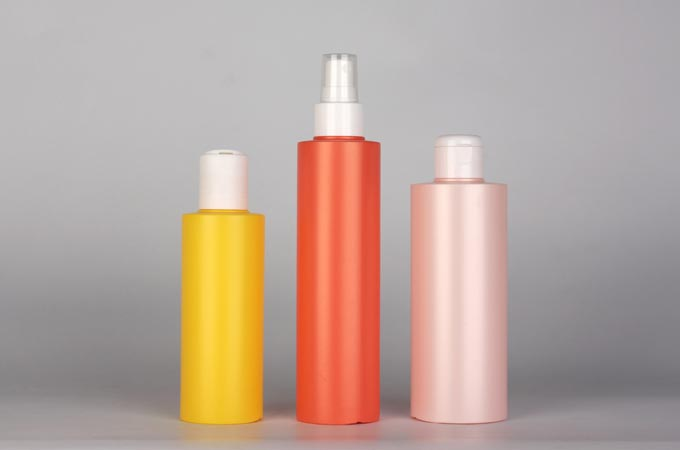 Plastic cosmetic bottles from Cardo serie